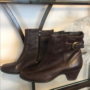 Clark's Brown Leather Booties Boots Shoes sz 8.5